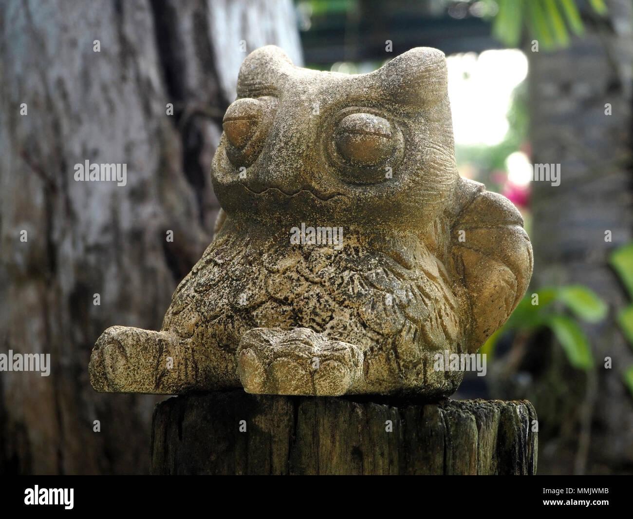 Stone Owl Statue Stock Photos & Stone Owl Statue Stock Images - Alamy