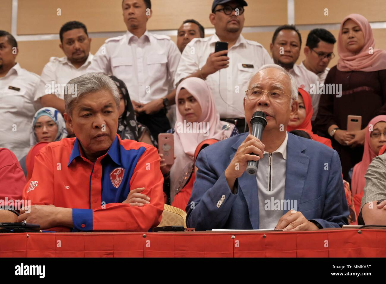 Kuala Lumpur 12th May 2018 Former Malaysian Prime Minster Najib Razak R Front Attends A Press Conference In Kuala Lumpur Malaysia May 12 2018 Najib Razak Said Saturday That He Is Stepping