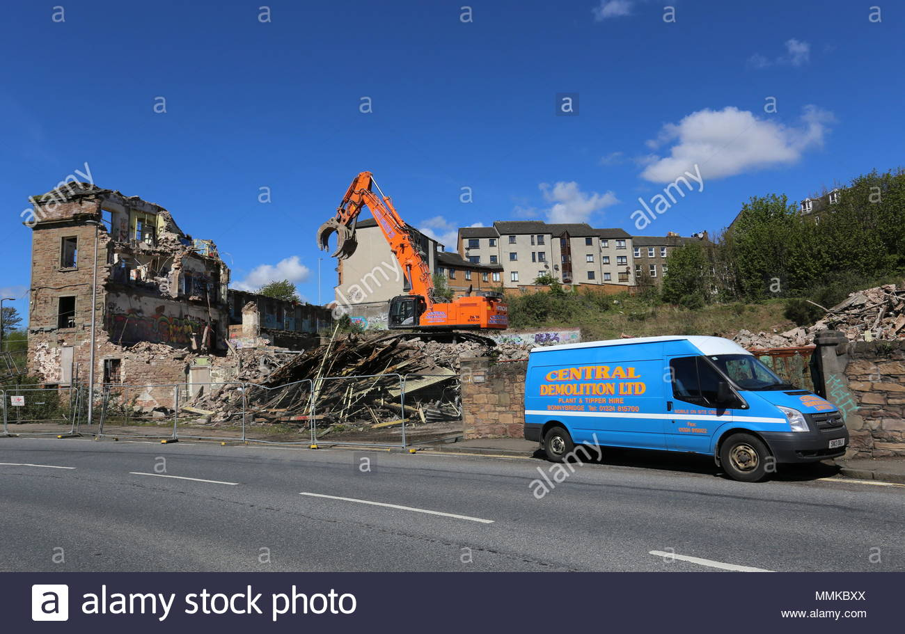 Dundee, UK. 12th May 2018. Demolition of William Halley & Sons' Wallace Craigie Works. The former flax and jute mill was built in 1834 and has been derelict for a number of years.  © Stephen Finn/Alamy Live News - Stock Image