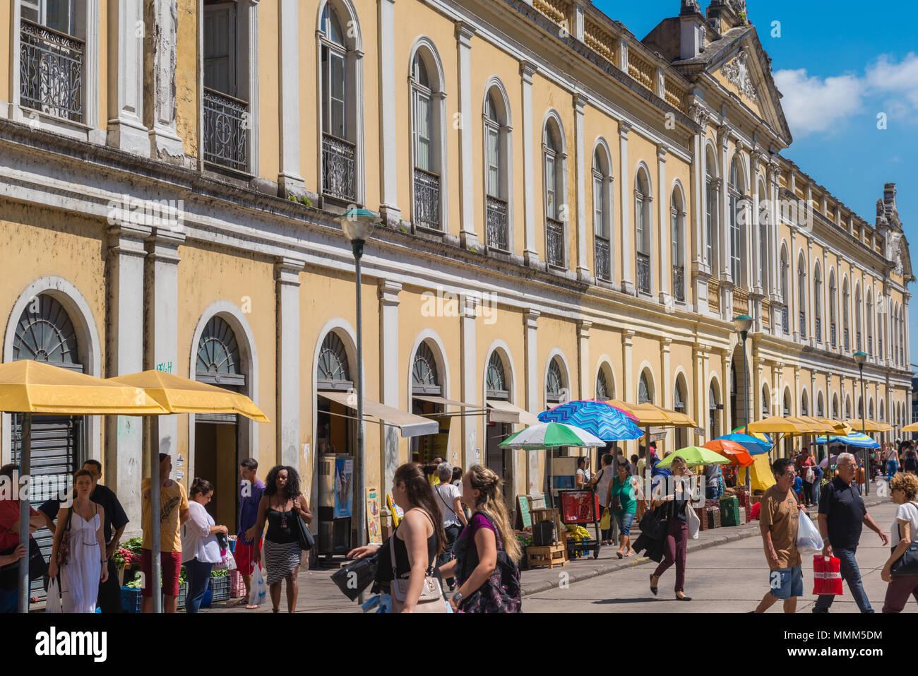 Daily market  in the centre of Porto Alegre, yellow colonial building of the 'Mercado Publico' Rio Grande do Sul, Brazil, Latin America - Stock Image