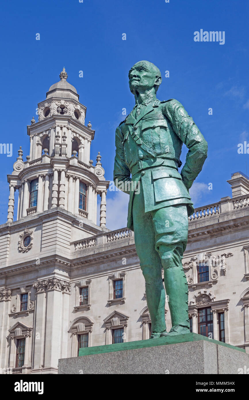 London, Westminster.  Epstein's bronze statue of Field Marshal Jan Smuts in Parliament Square - Stock Image