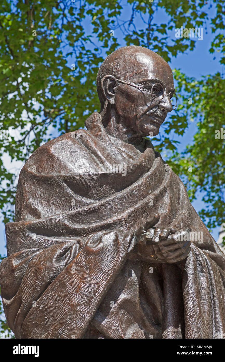 London, Westminster.  Philip Jackson's bronze statue of Mahatma Gandhi in Parliament Square - Stock Image