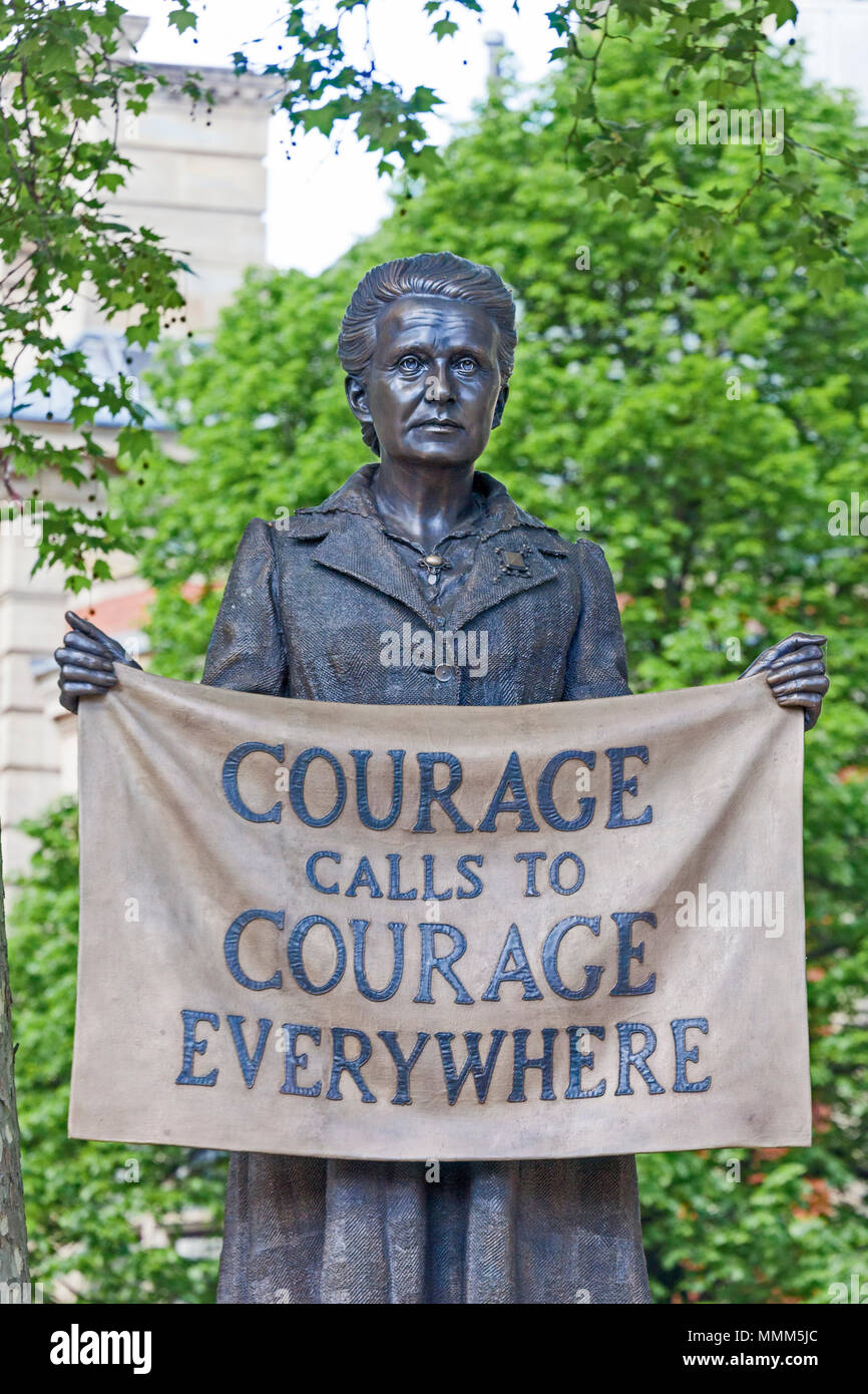 London, Westminster.  The statue of the suffragist Millicent Fawcett in Parliament Square, unveiled in April 2018 - Stock Image