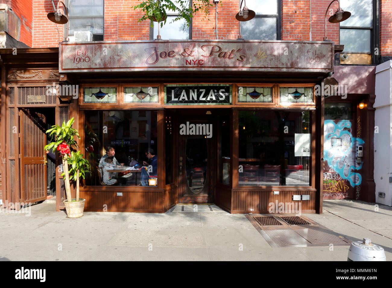 Joe and Pat's Pizzeria, 168 1st Avenue, New York, NY - Stock Image