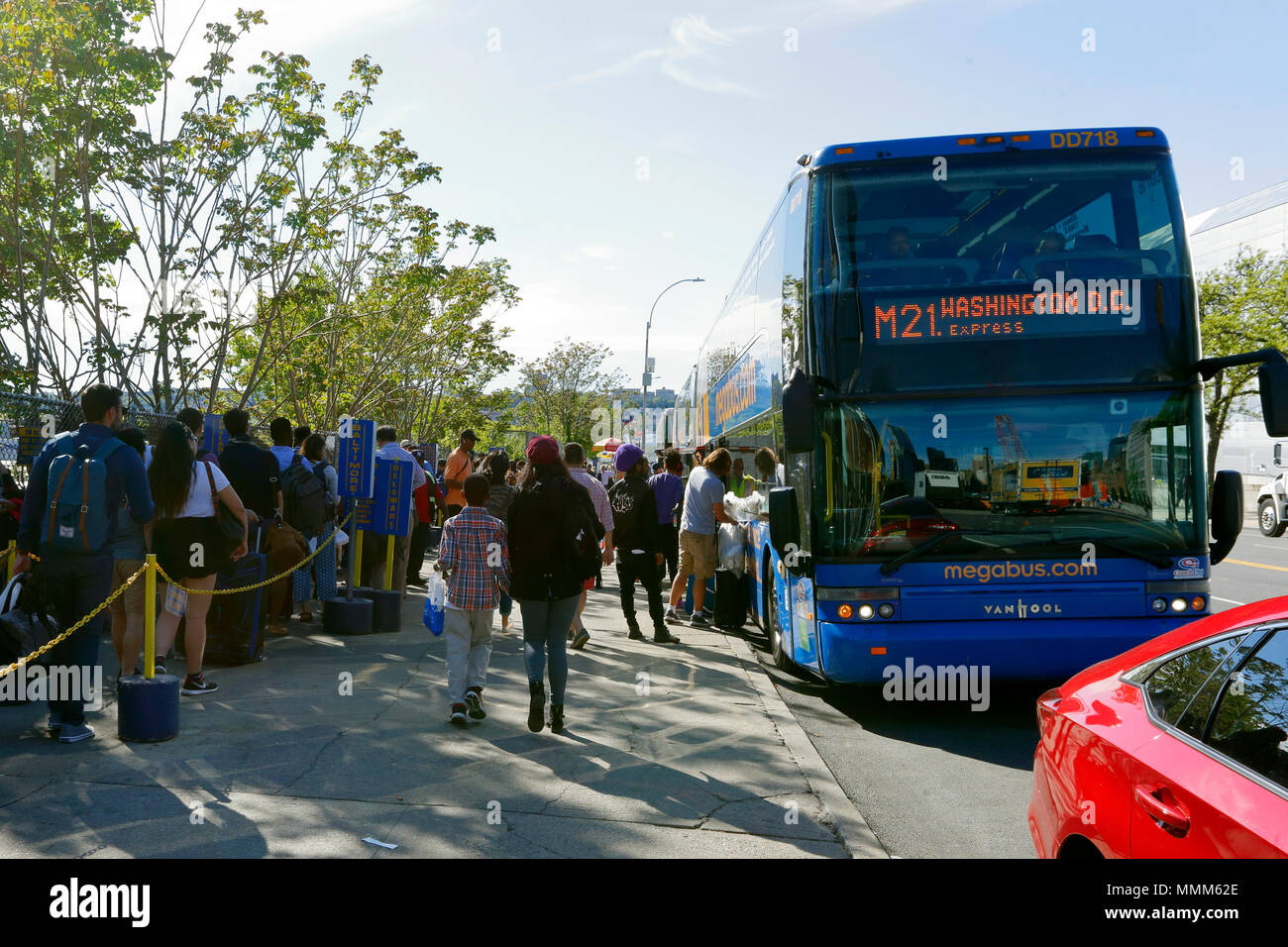 People queuing for buses for travel to other cities - Stock Image
