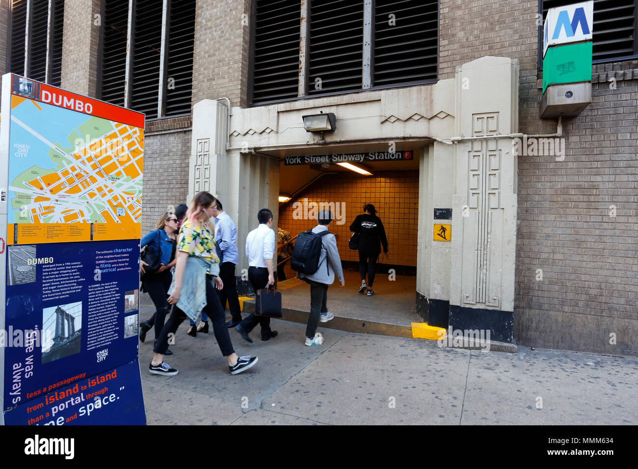 Commuters, people entering the York St subway station in Brooklyn - Stock Image
