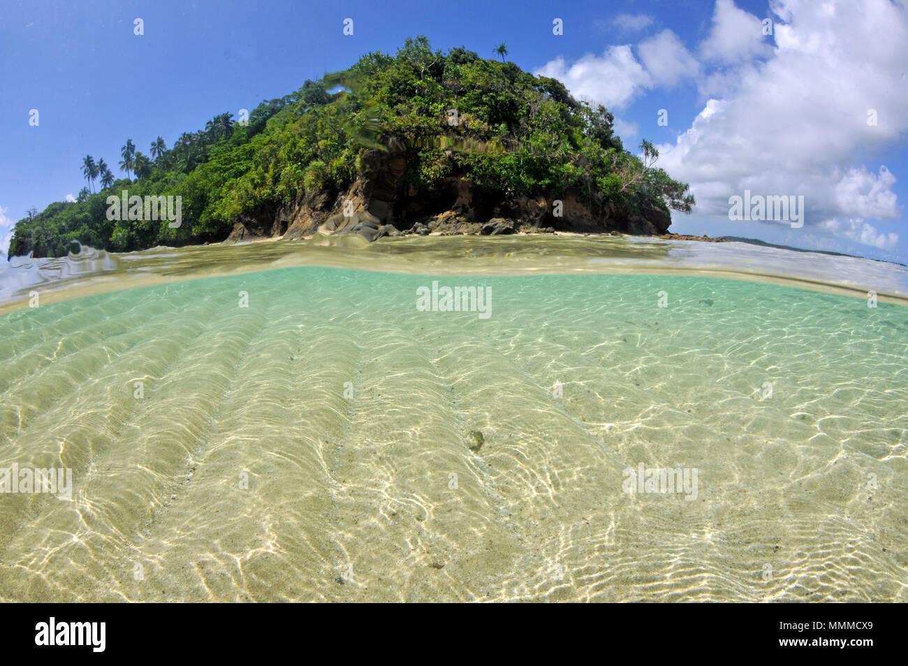 Split view of Nukuatea motu, Wallis Island, Wallis & Futuna, South Pacific - Stock Image
