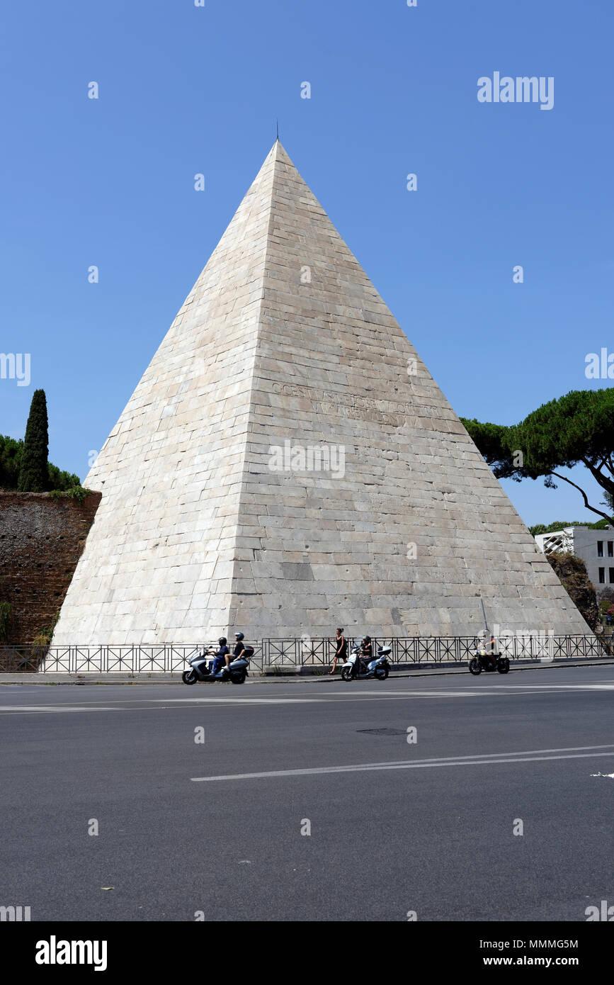 The Egyptian like landmark Pyramid of Caius Cestius in the Rome neighbourhood of Testaccio. The Pyramid (Piramide di Caio Cestio) was built by Caius C Stock Photo