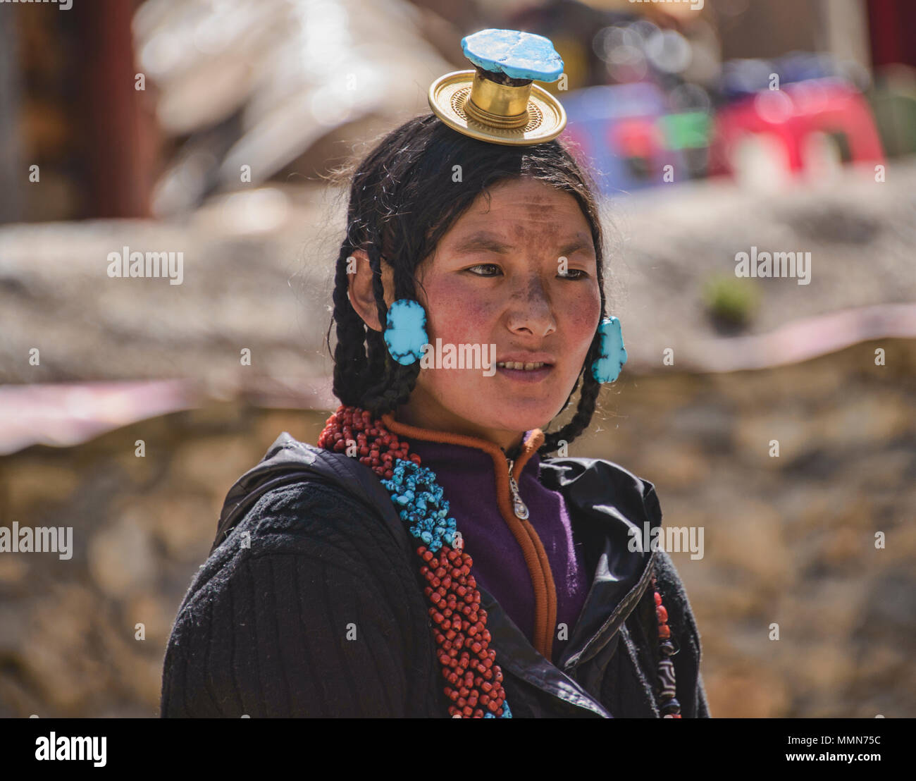 Portrait of a tibetan woman at the Bakong Scripture Printing Press Monastery in Dege, Sichuan, China - Stock Image