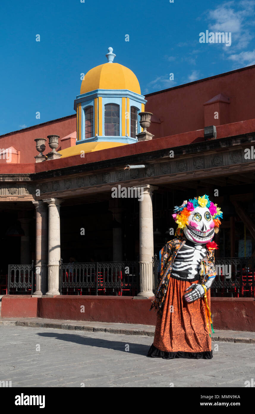 A giant puppet with a death mask, called a mojigangas in San Miguel de Allende, Mexico - Stock Image
