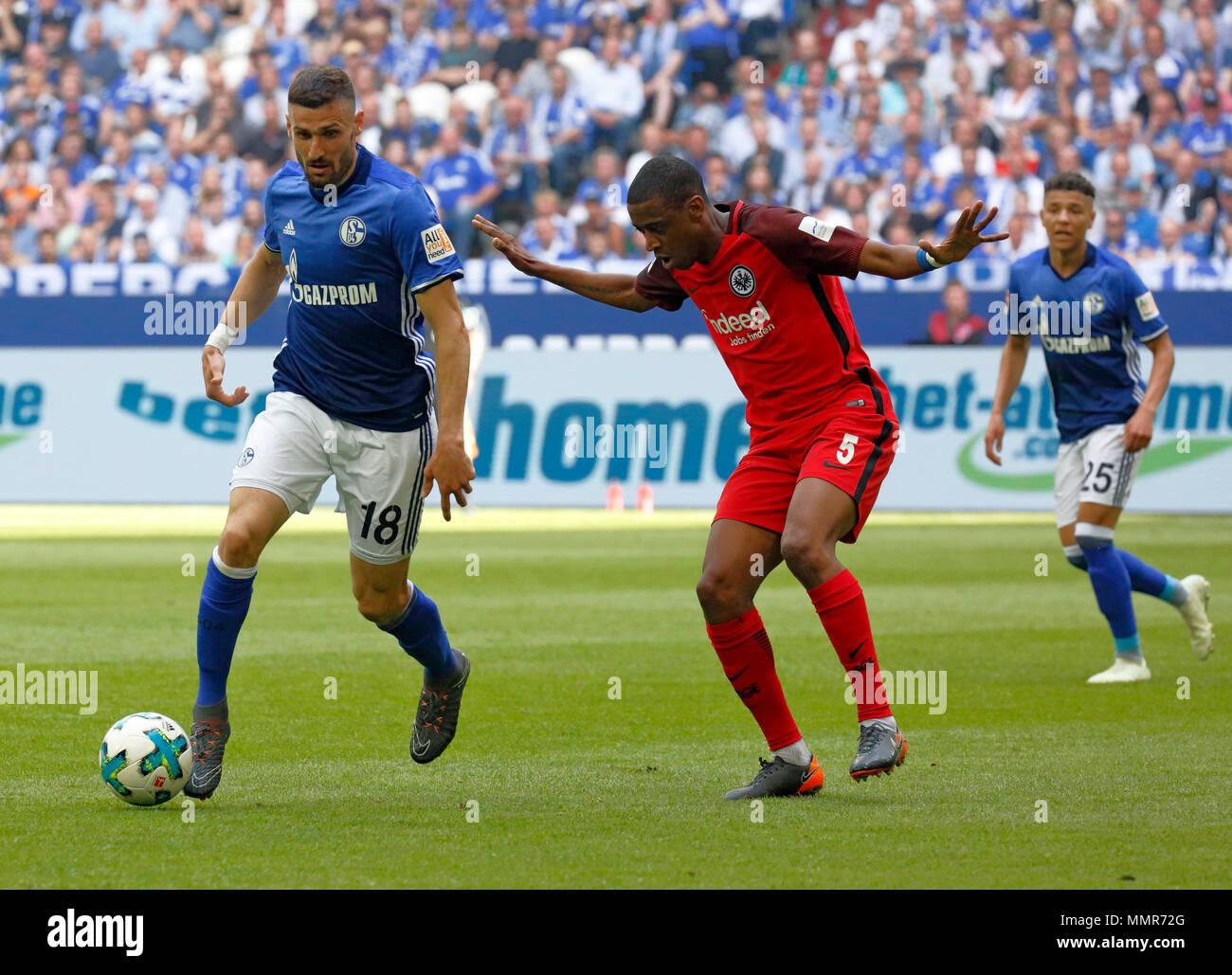 sports, football, Bundesliga, 2017/2018, FC Schalke 04 vs Eintracht Frankfurt 1:0, Veltins Arena Gelsenkirchen, scene of the match, f.l.t.r. Daniel Caligiuri (S04), Gelson Fernandes (Frankfurt), Amine Harit (S04) - Stock Image