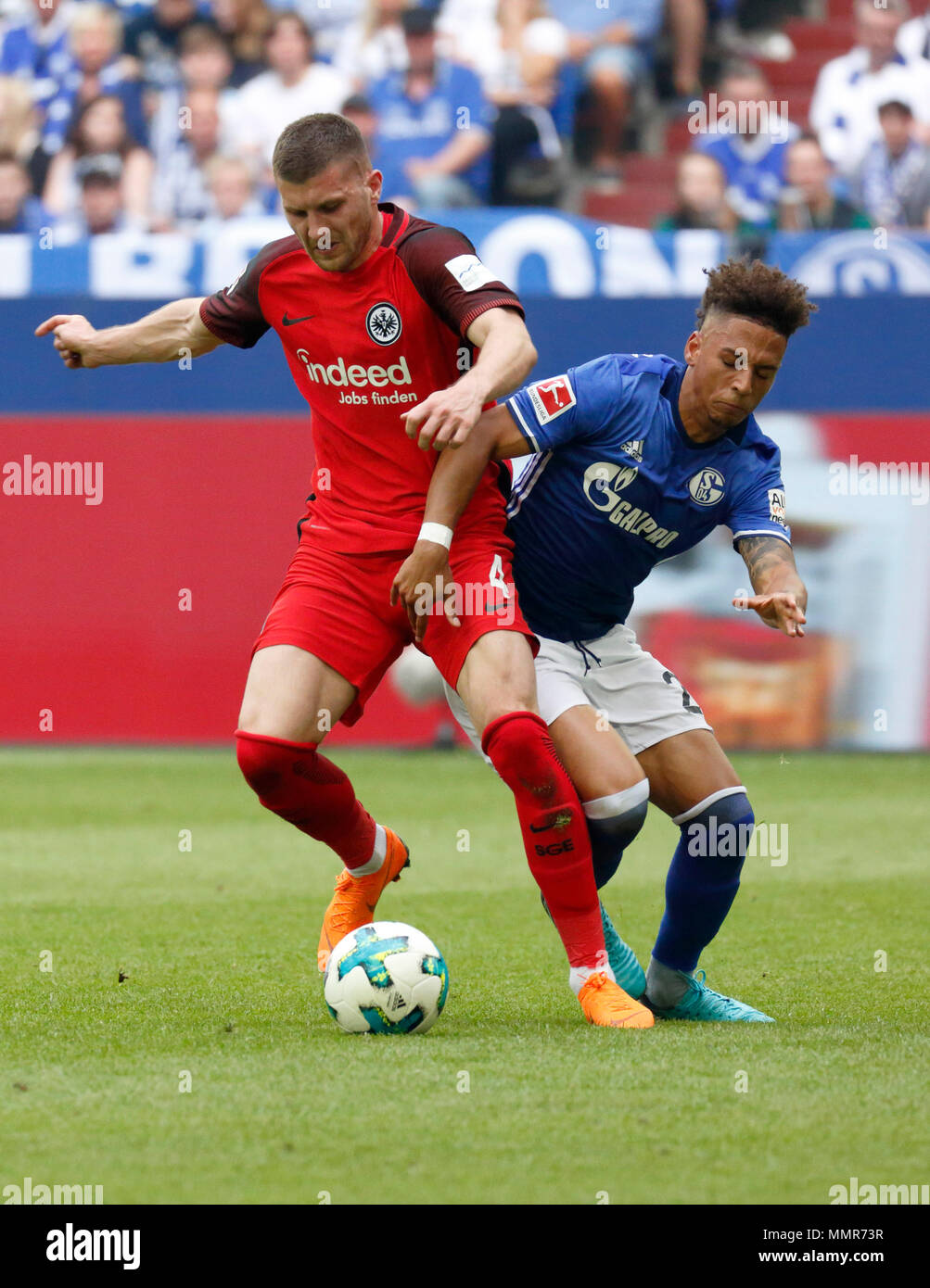 sports, football, Bundesliga, 2017/2018, FC Schalke 04 vs Eintracht Frankfurt 1:0, Veltins Arena Gelsenkirchen, scene of the match, Ante Rebic (Frankfurt) left and Thilo Kehrer (S04) - Stock Image