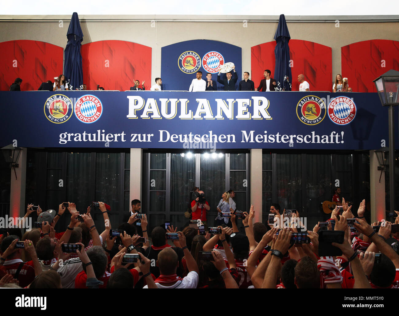 HANDOUT - 12 May 2018, Germany, Munich: Thomas Mueller (C), player of FC Bayern Munich, celebrates winning the championship together with the fans at the Paulaner beer garden at the Nockherberg. Earlier though, a home defeat dampened the joy over the 28th championship title. Photo: Adam Pretty/FCB/Getty Images /dpa - ATTENTION: editorial use only and only if the credit mentioned above is referenced in full Credit: dpa picture alliance/Alamy Live News Stock Photo