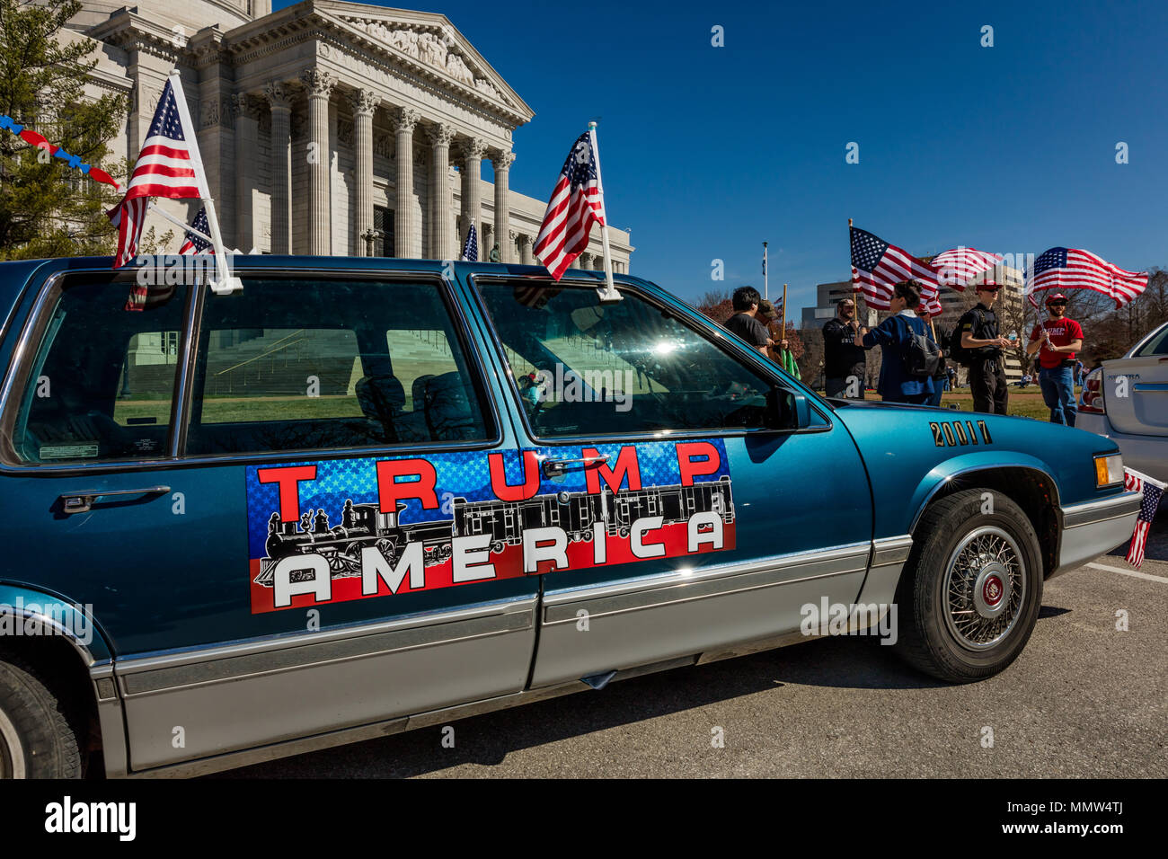 March 4 2017 Jefferson City Trump America Car Sign Shows President Trump Supporters At Rally Jefferson City State Capitol Of Missouri Stock Photo Alamy