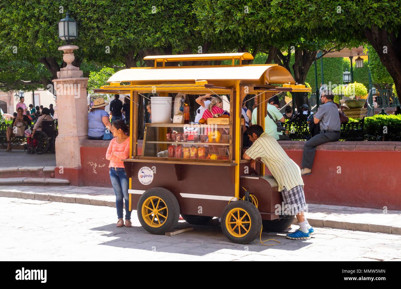 A snack food stand in the Jardin Principal in San Miguel de Allende - Stock Image