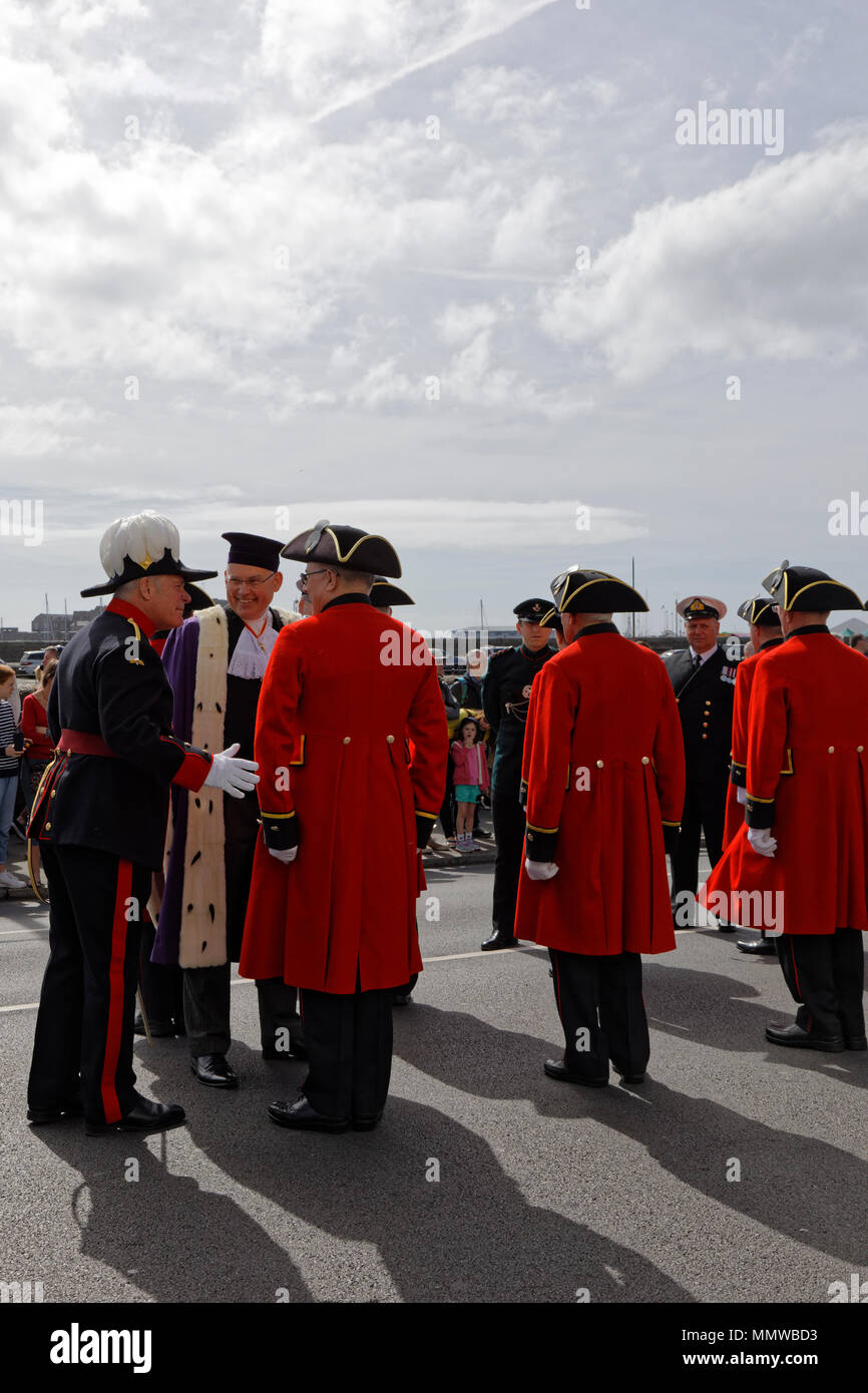 Captain of Invalides No 4 Company Lieutenant Colonel Jonny Lowe MBE (at left) introduces a Chelsea Pensioner to Richard Collis Bailiff of Guernsey - Stock Image