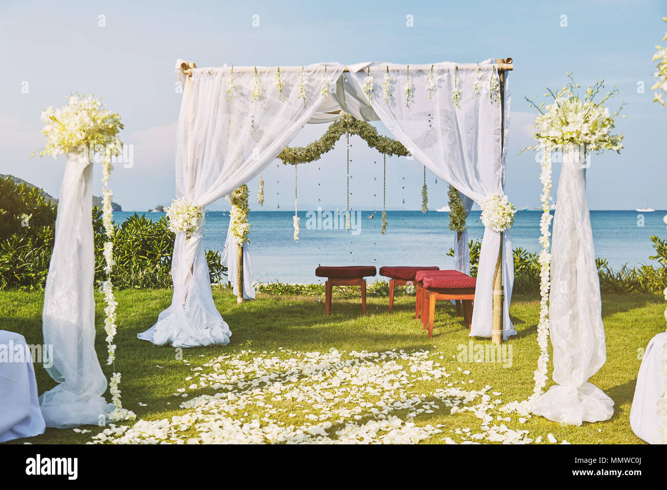 The Beautiful Wedding Venue Setting With Flowers Floral