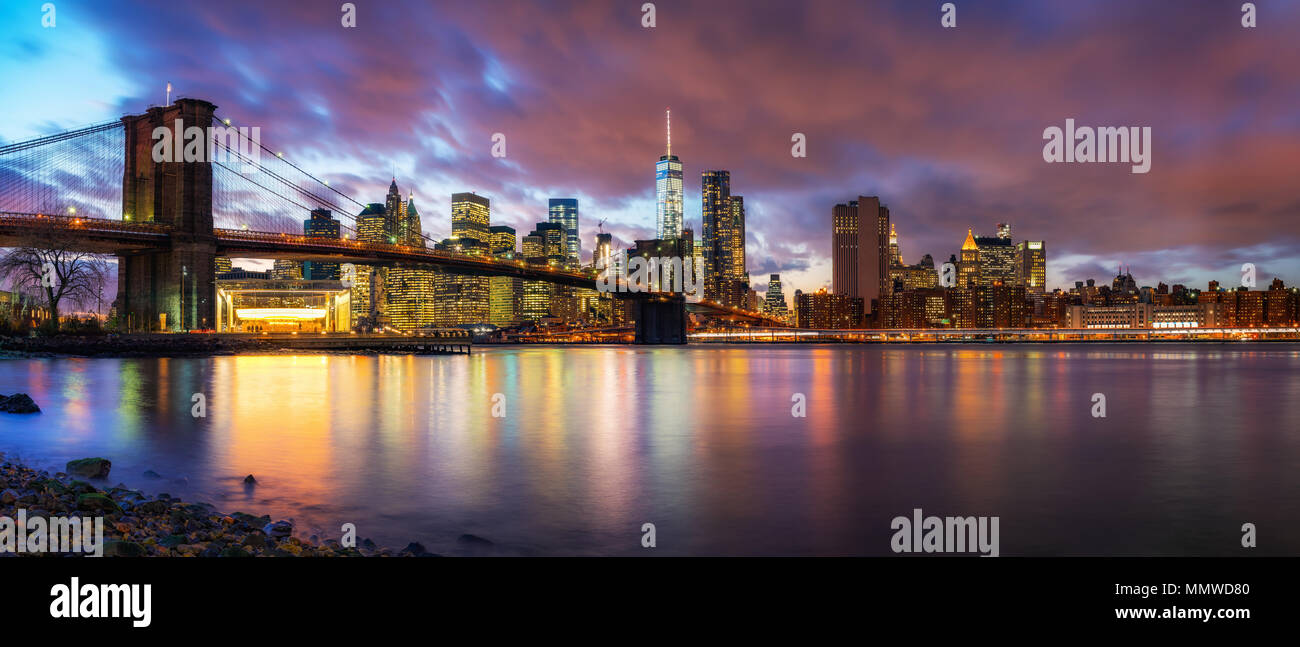 Brooklyn bridge and Manhattan at dusk - Stock Image