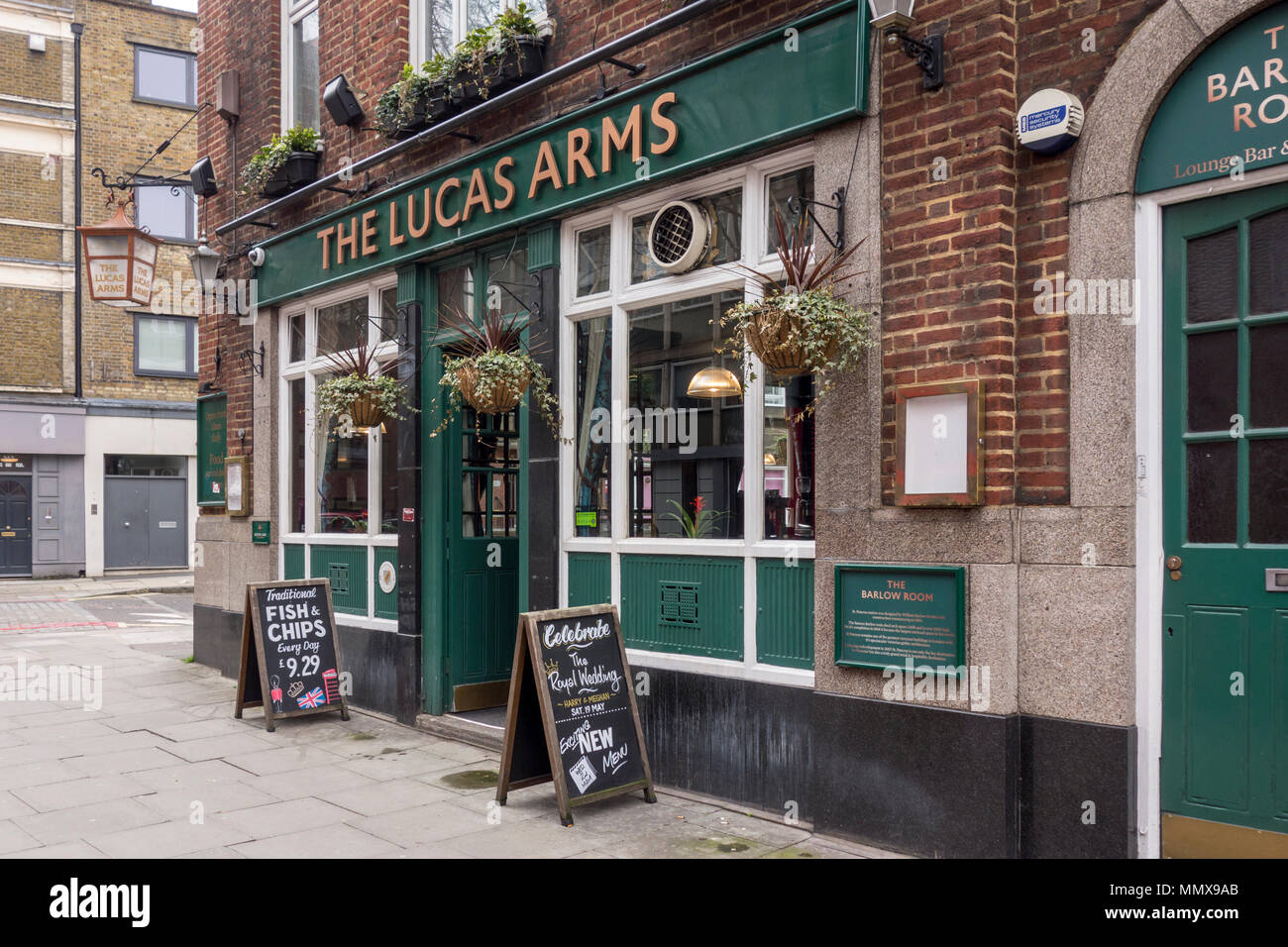 The Lucas Arms Pub Public House Gray S Inn Road London Uk Stock Photo Alamy