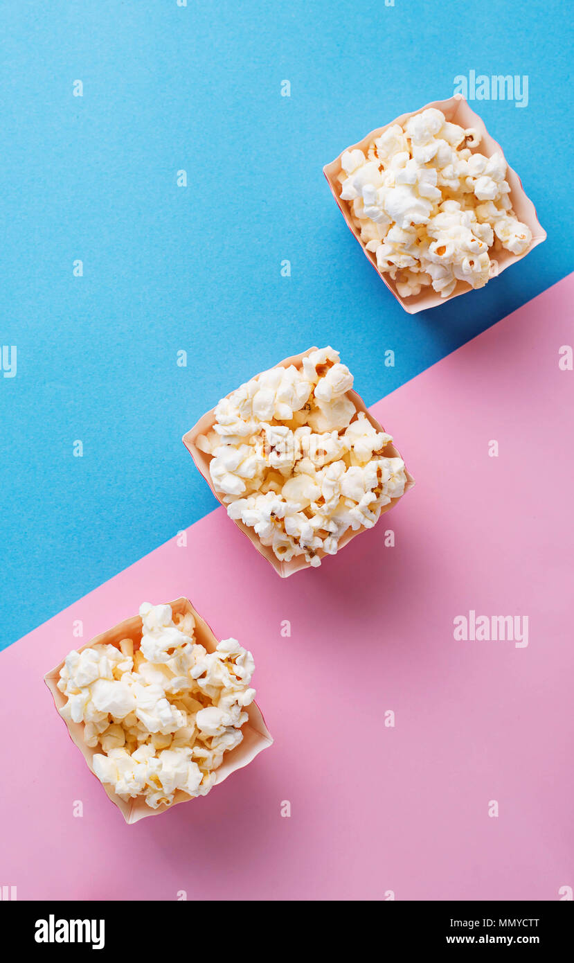 Popcorn  on blue and pink background - Stock Image