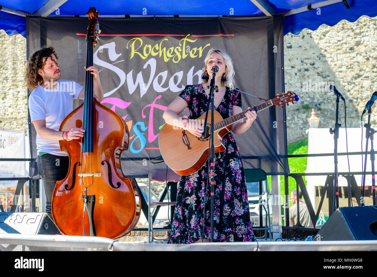 Duo singing and playing guitar and double base at the rochester sweeps festival - Stock Image