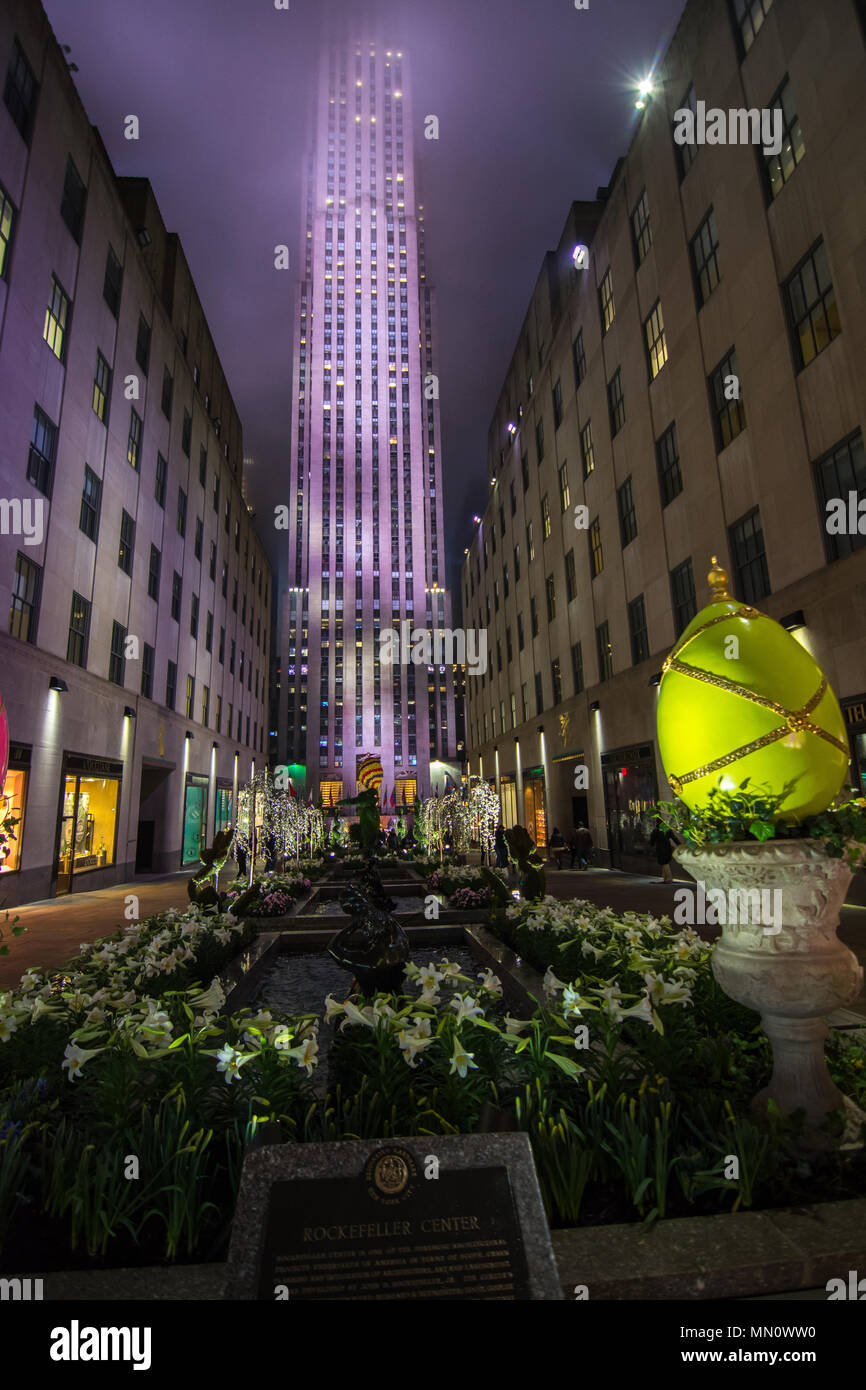 New York City Tourist Attractions Christmas Stock Photos & New York ...
