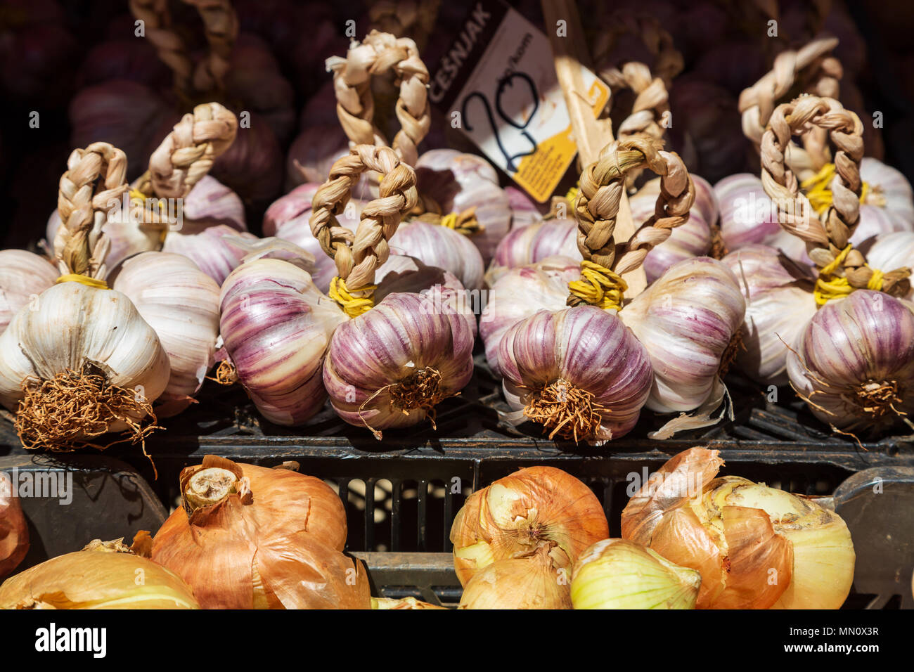 Garlic on sale at market stall, Pula Croatia - Stock Image