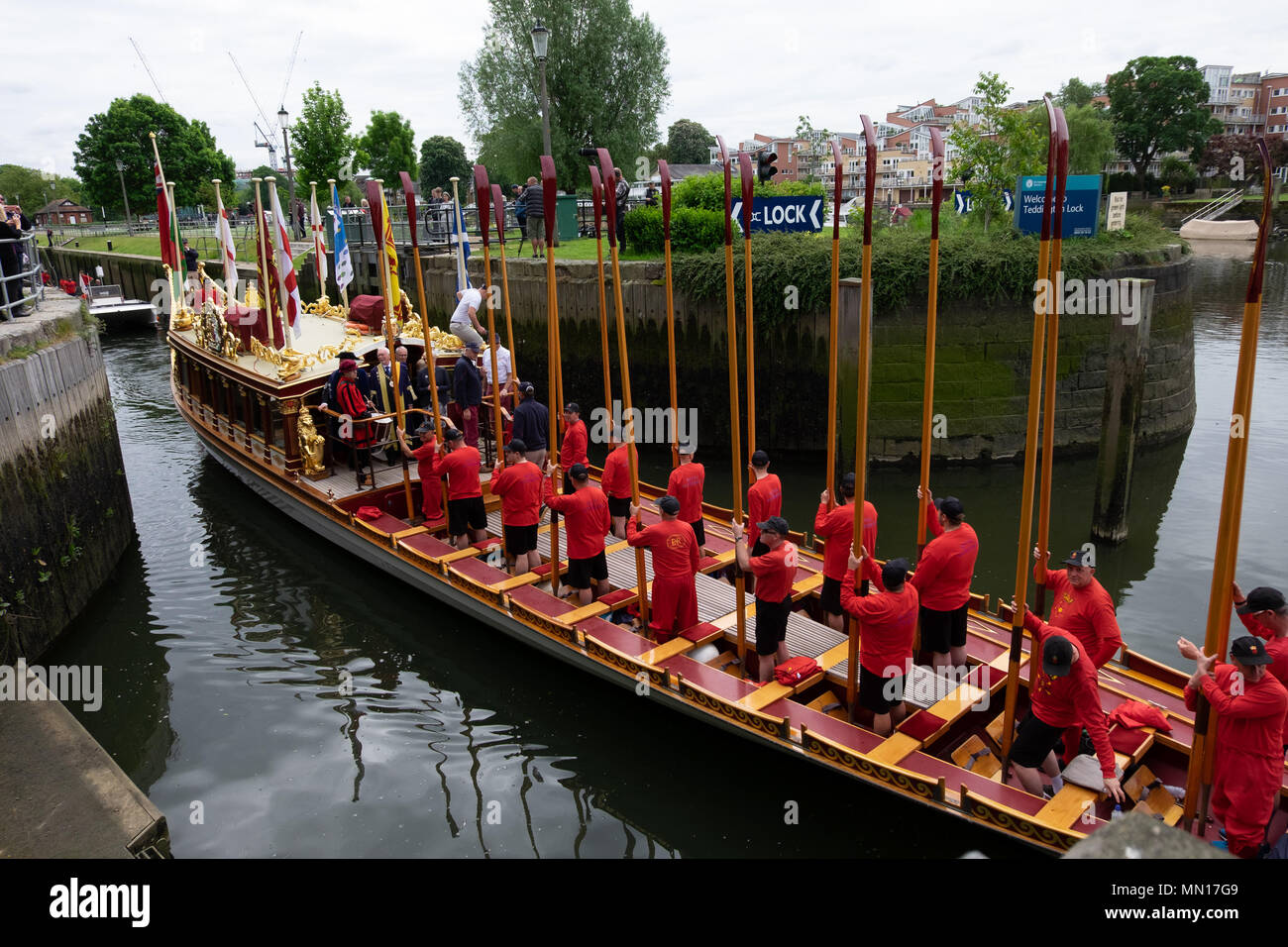 London, UK. 13th May, 2018. thames waterman accopmany the Glorian which transports a stela between hampton court palace and tower of london ceremonial each year Credit: Lisa Edie/Alamy Live News Stock Photo