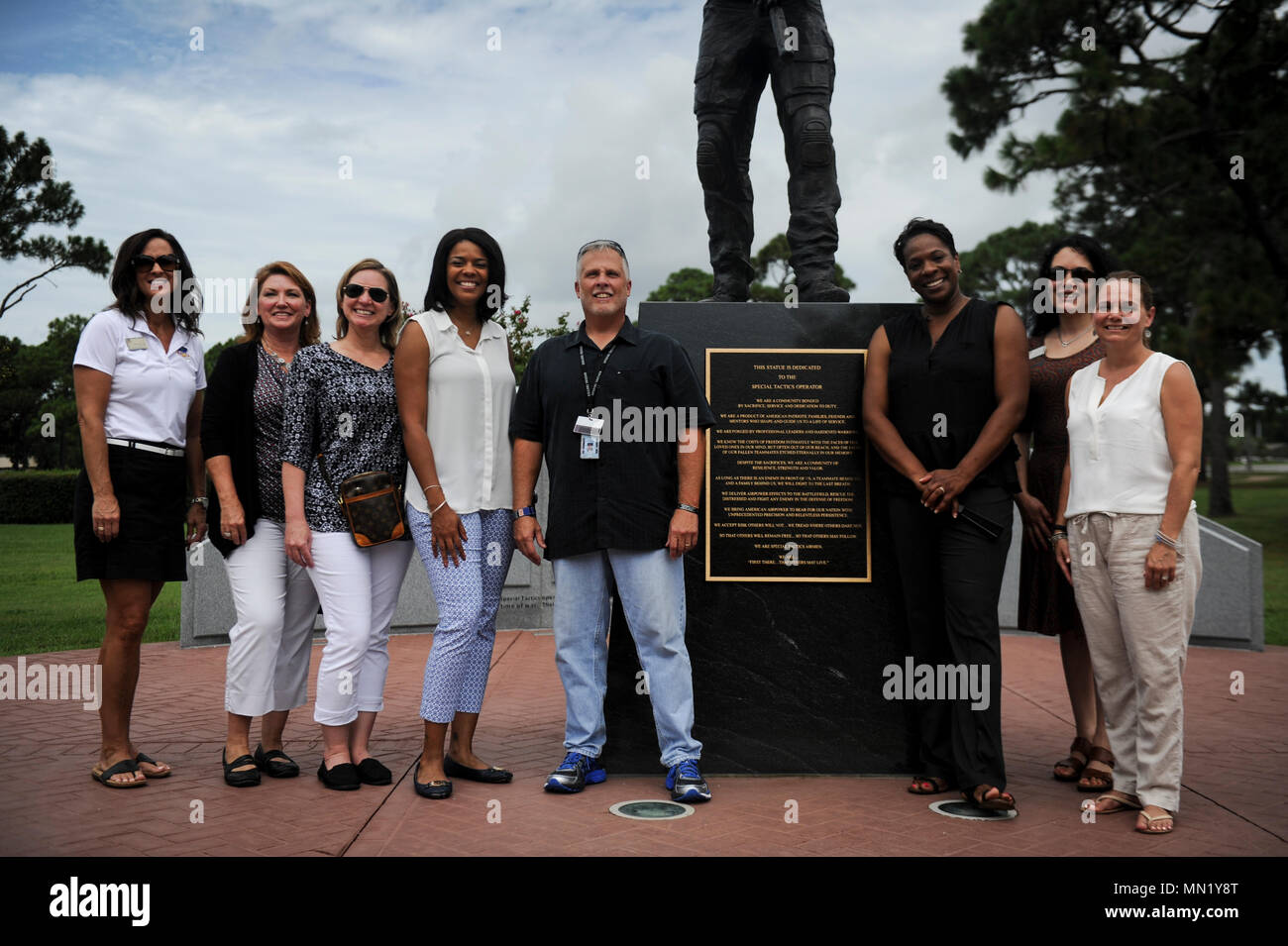 Tonya Wright, spouse of Chief Master Sgt. of the Air Force Kaleth O. Wright, visits the Special Tactics Memorial with Team Hurlburt's key spouses at on Hurlburt Field, Fla., Aug. 9, 2017. The seven-foot tall bronze statue of a Special Tactics Airman in operational gear stands atop a black granite base -- a memorial to past, present and future Special Tactics operators. (U.S. Air Force photo by Airman 1st Class Dennis Spain) - Stock Image