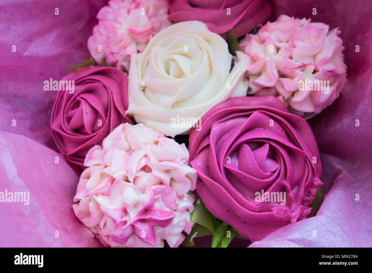 Beautiful Pink Ice Cupcakes That Look Like A Bouquet Of Roses And