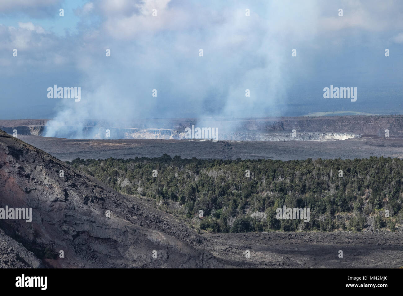 Close up view from Kilauea Iki Trailhead of Kilauea Caldera before Spring 2018 eruption - Stock Image