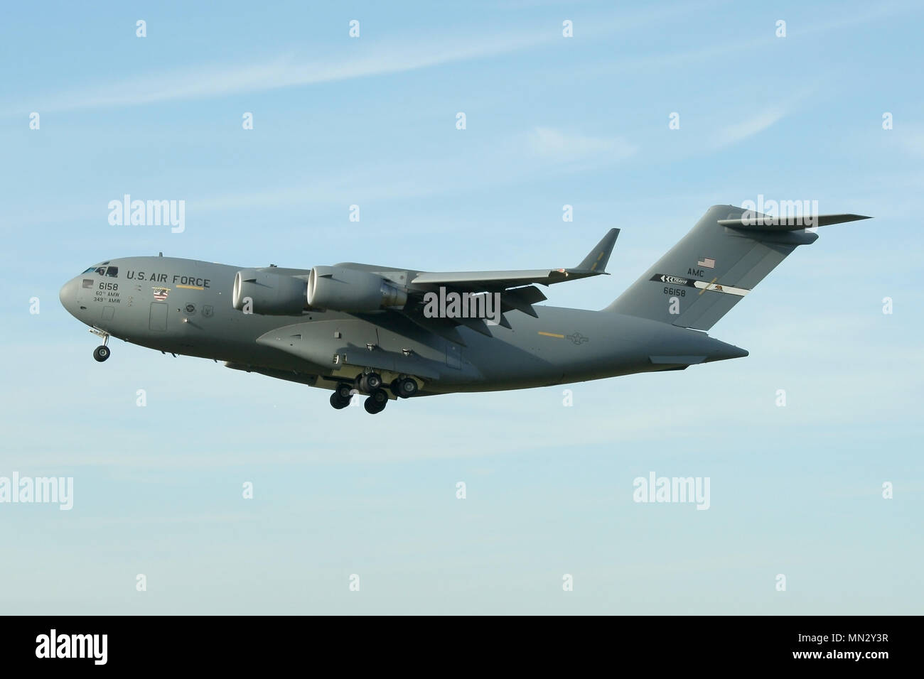 USAF C-17A Globemaster on approach to RAF Mildenhall. The aircraft comes from the 60th AMW at Travis AFB and still carries the 9/11 memorial nose art. - Stock Image