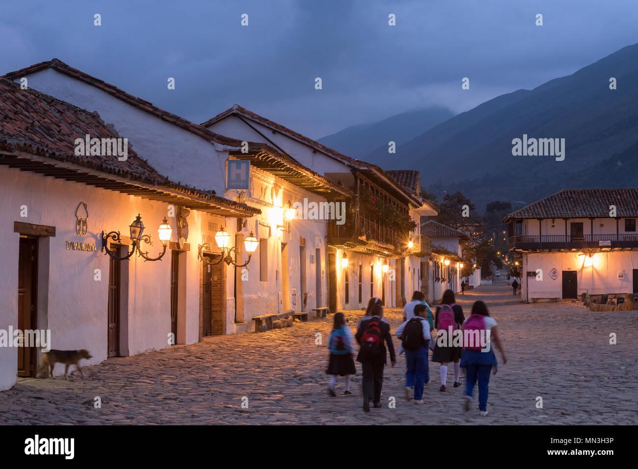 The school run, Plaza Mayor at dawn, Villa de Leyva, Boyacá, Colombia - Stock Image