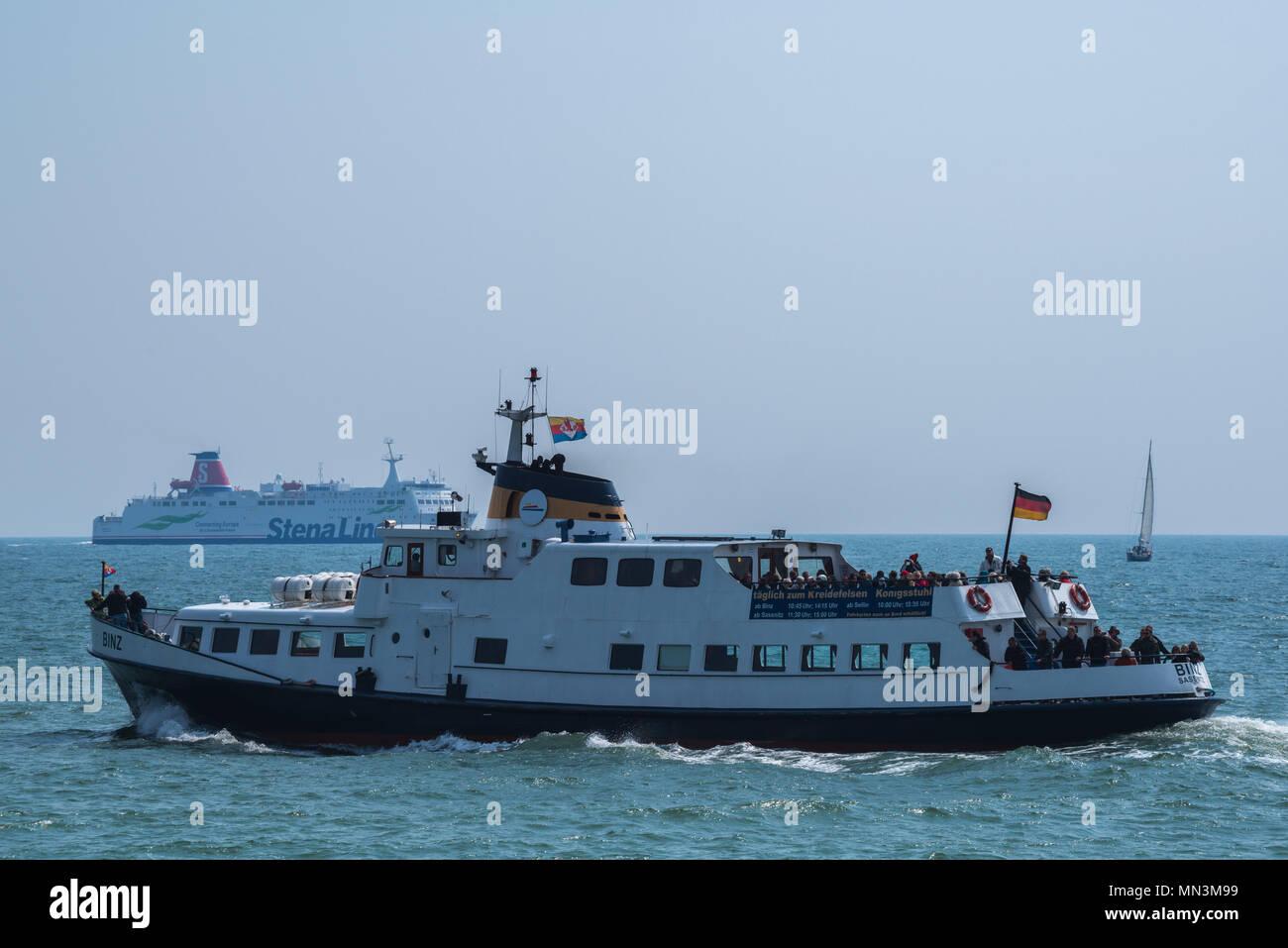 Ausflugsschiff auf der Ostsee vor der Insel Rügen, Mecklenburg-Vorpommern, Deutschland Stock Photo