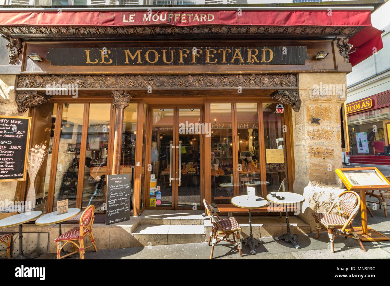 paris cafe terrasse stock photos paris cafe terrasse stock images alamy. Black Bedroom Furniture Sets. Home Design Ideas
