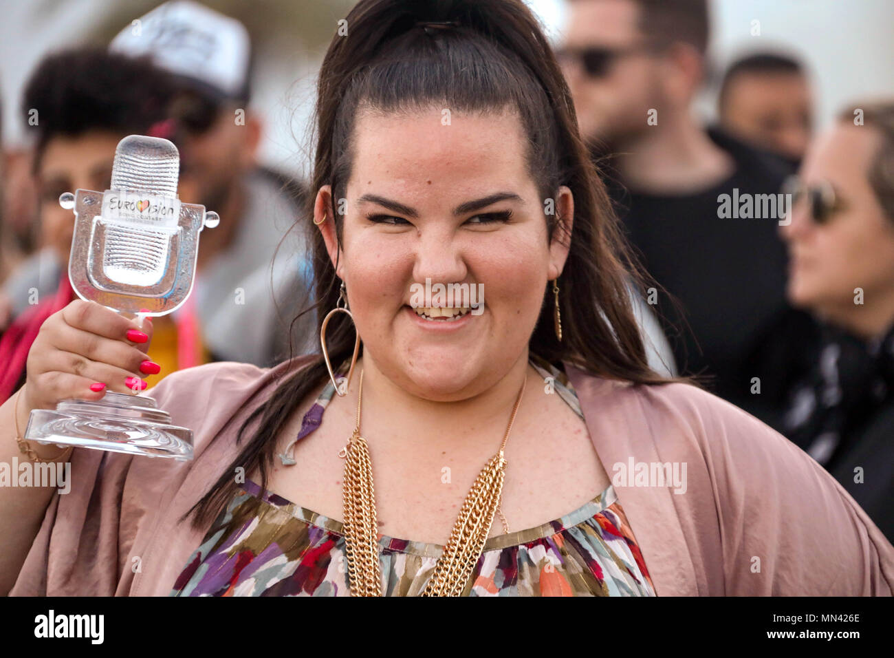Tel Aviv. 14th May, 2018. Israel's Netta Barzilai poses for photographs as she arrives at Ben Gurion Airport near Tel Aviv on May 14, 2018. Credit: Gideon Marrkowicz-JINI/Xinhua/Alamy Live News - Stock Image