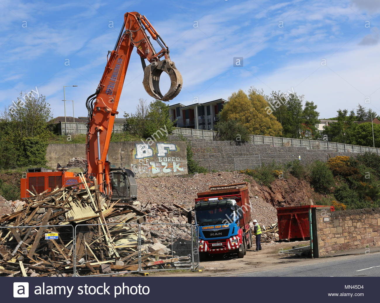 Dundee, UK. 14th May 2018. Demolition of William Halley & Sons' Wallace Craigie Works. The former flax and jute mill was built in 1834 and has been derelict for a number of years.  © Stephen Finn/Alamy Live News - Stock Image