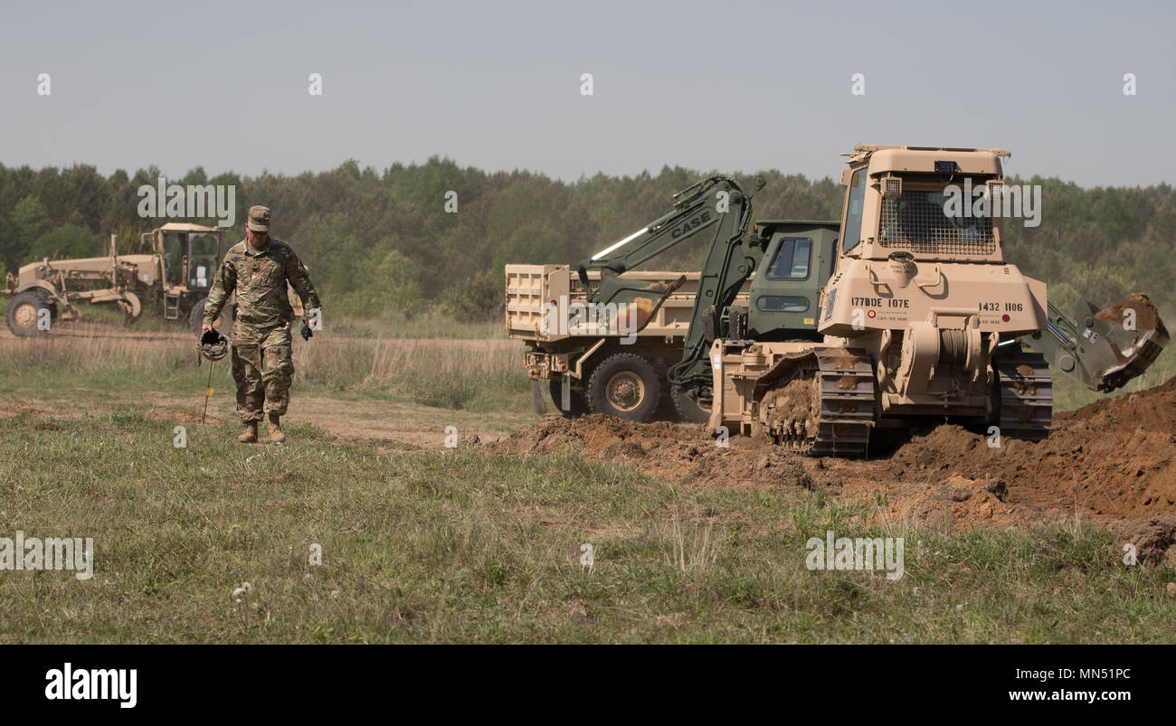 U.S. Soldiers from the 194th Engineer Brigade, Tennessee National Guard, perform horizontal operations building roads during Resolute Castle 2018, at the Drawsko Pomorskie Training Area, Poland, May 10, 2018. Resolute Castle is a multinational training exercise for NATO and U.S. Army engineers, which supports Atlantic Resolve by promoting interoperability. Atlantic Resolve is a demonstration of the United States' commitment to the collective security of Europe through the deployment of rotational U.S. forces in cooperation with NATO ally and partner nations. (U.S. Army photo by Spc. Andrew McN - Stock Image