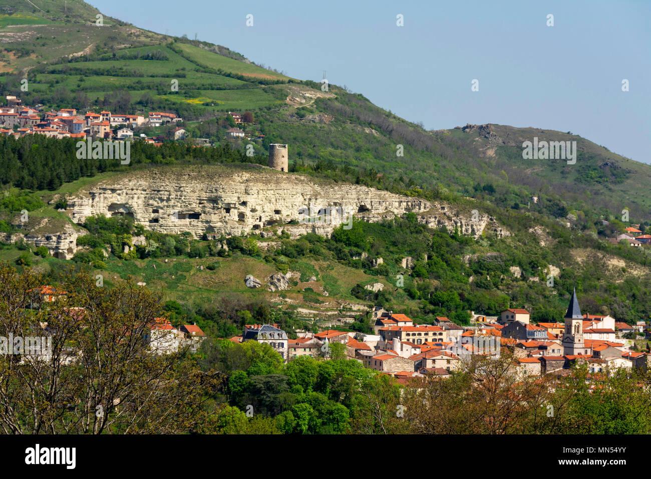 prix compétitif 28de5 3af84 La Roche Blanche village in Limagne plain. Puy de Dome ...