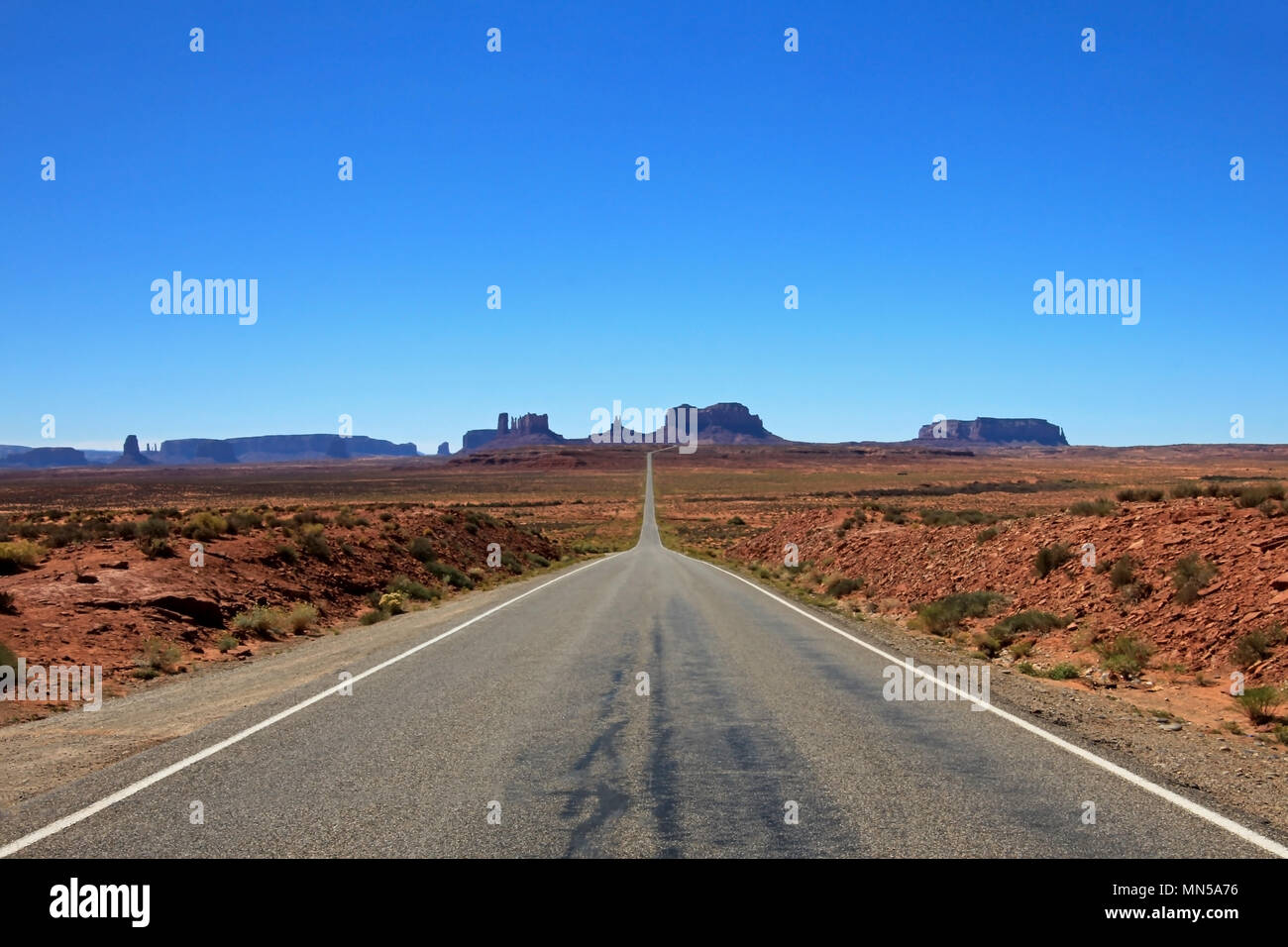 Classic view of road running through Monument Valley, Utah, USA - Stock Image