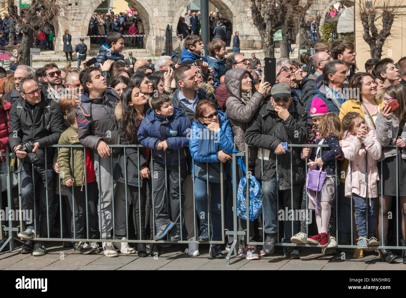 Onlookers at Madonna che Scappa celebration on Easter Sunday at Piazza Garibaldi in Sulmona, Abruzzo, Italy - Stock Image