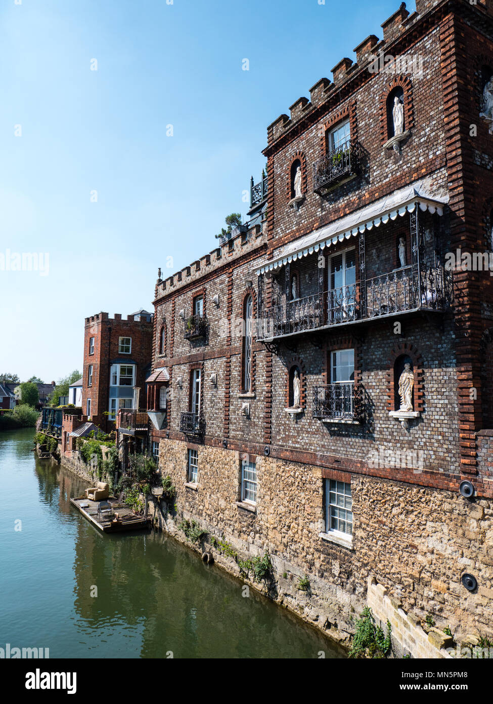 Houses on River Thames nr Folly Bridge, Oxford, Oxfordshire, England, UK, GB. Stock Photo