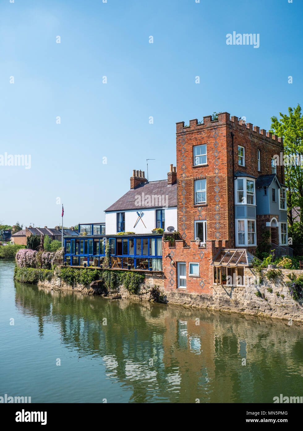 Houses on River Thames nr Folly Bridge, Oxford, Oxfordshire, England, UK, GB. Stock Photo