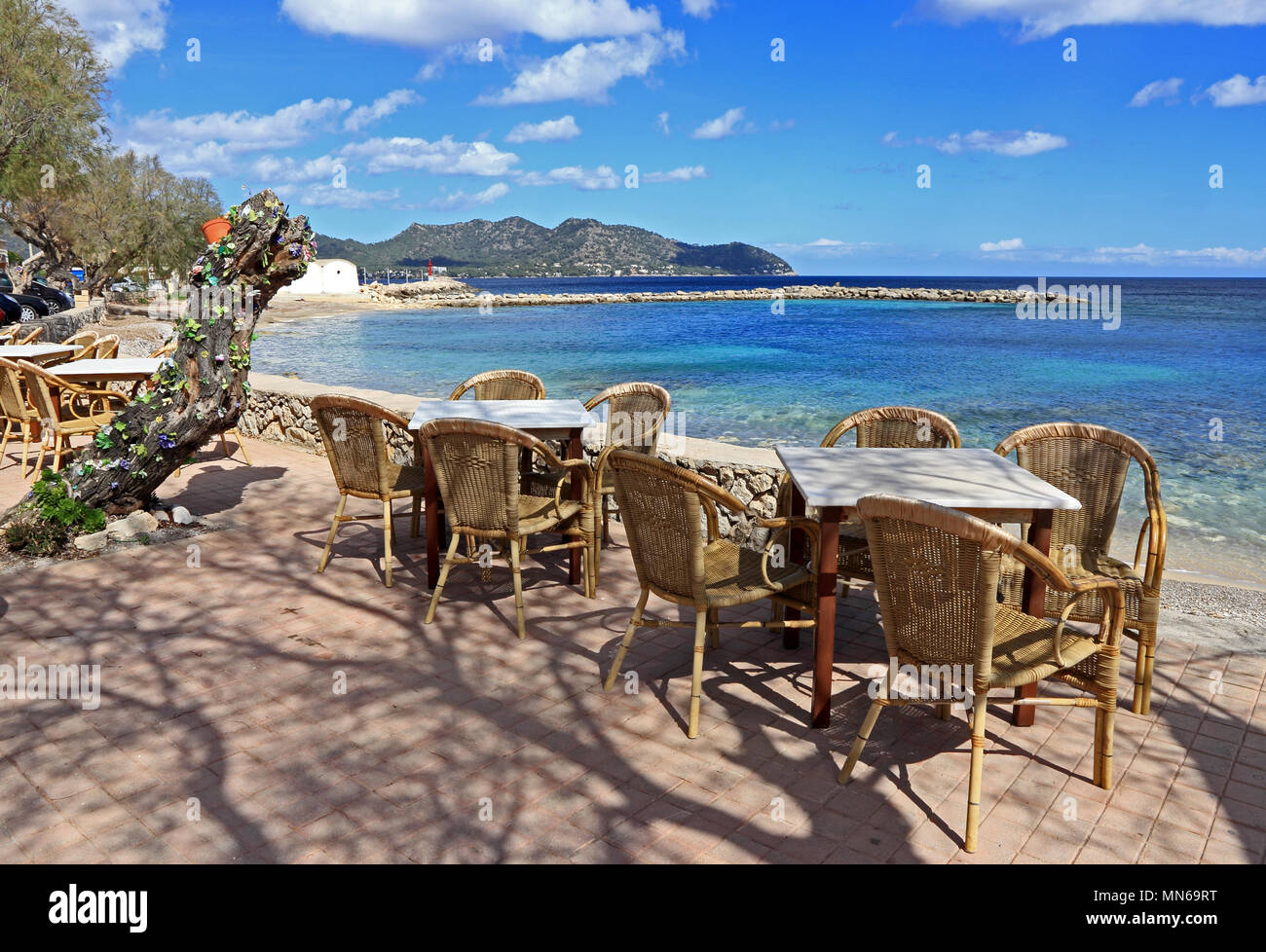 Rattan chairs and tables outside bar, Cala Millor, Mallorca - Stock Image