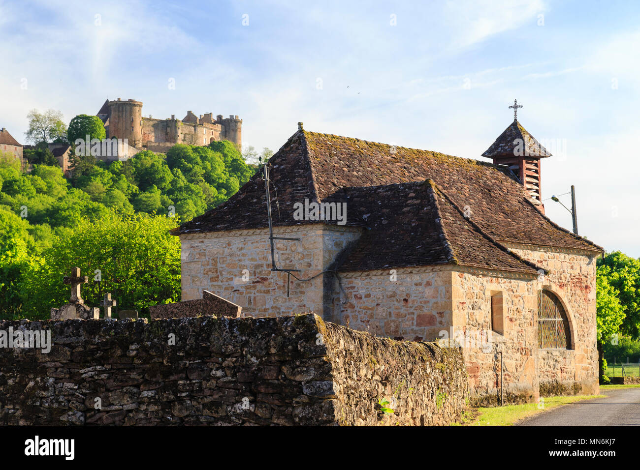 France, Lot, Quercy, Dordogne Valley, Prudhomat, Notre Dame de Felines chapel and Chateau de Castelnau Bretenoux in the background // France, Lot (46) Stock Photo