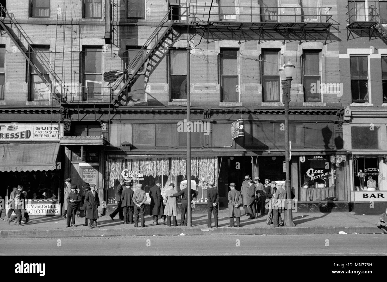 Group of Unemployed Men Hanging out on Lower Douglas Street, Omaha, Nebraska, USA, John Vachon for Farm Security Administration, November 1938 Stock Photo