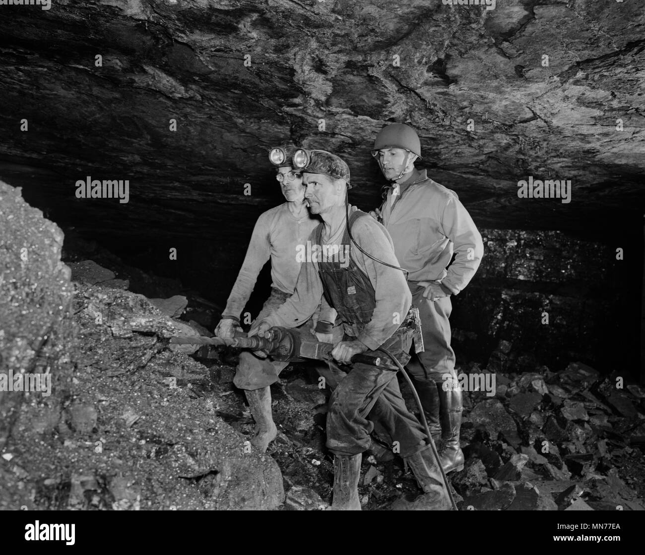 anthracite miners showing serviceman how anthracite is mined during