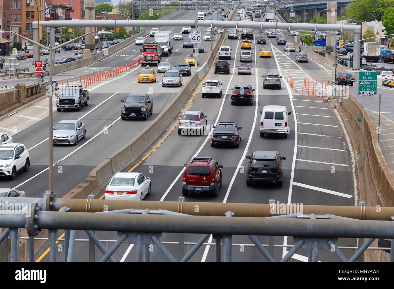 Traffic along Astoria Boulevard leading to RFK bridge - Stock Image