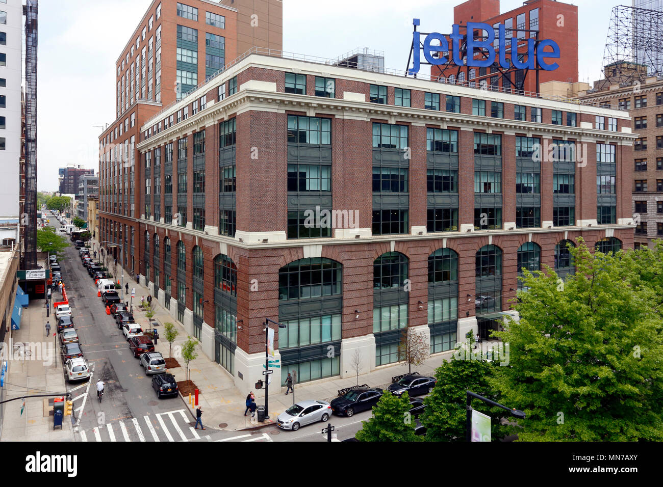 Jet Blue Long Island City Office, 27-01 Queens Plaza N, LIC, NY - Stock Image