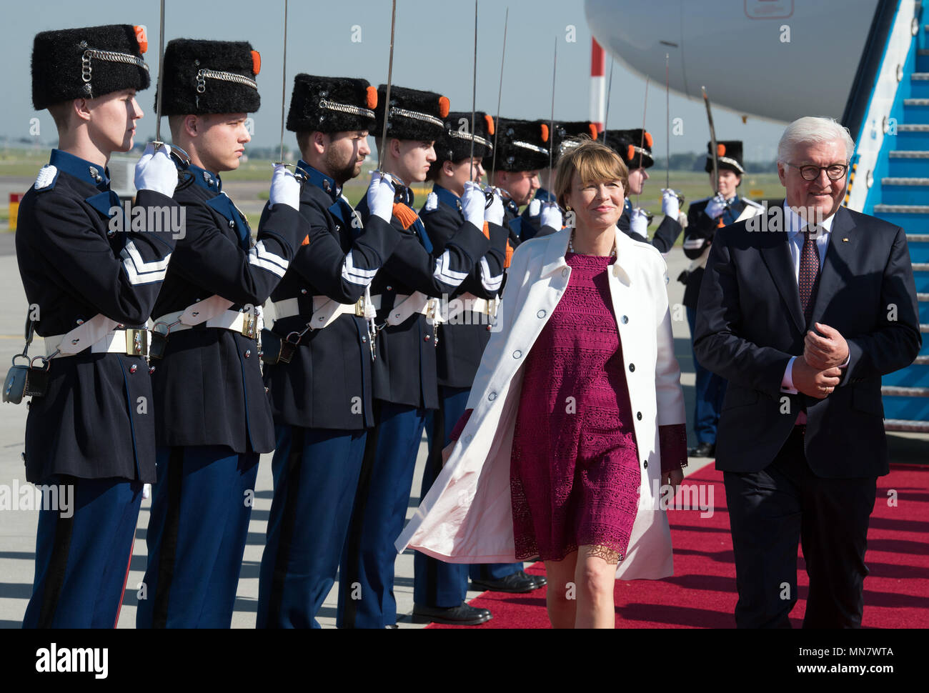 Amsterdam, The Netherlands. 15th May, 2018. German President Frank-Walter Steinmeier and his wife Elke Buedenbender are greeted at Schiphol airport by the guard of honour. Photo: Soeren Stache/dpa Credit: dpa picture alliance/Alamy Live News Stock Photo